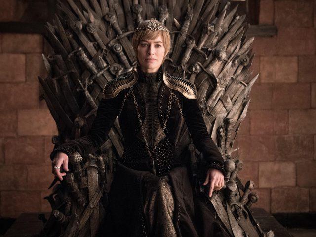Игра престолов королева сидит