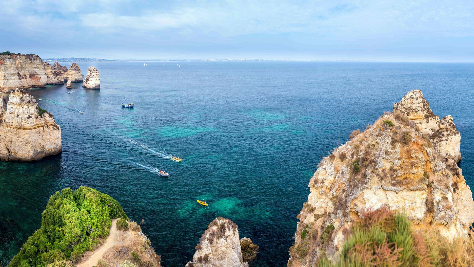 Скальные образования Португалии панорама. обои скачать
