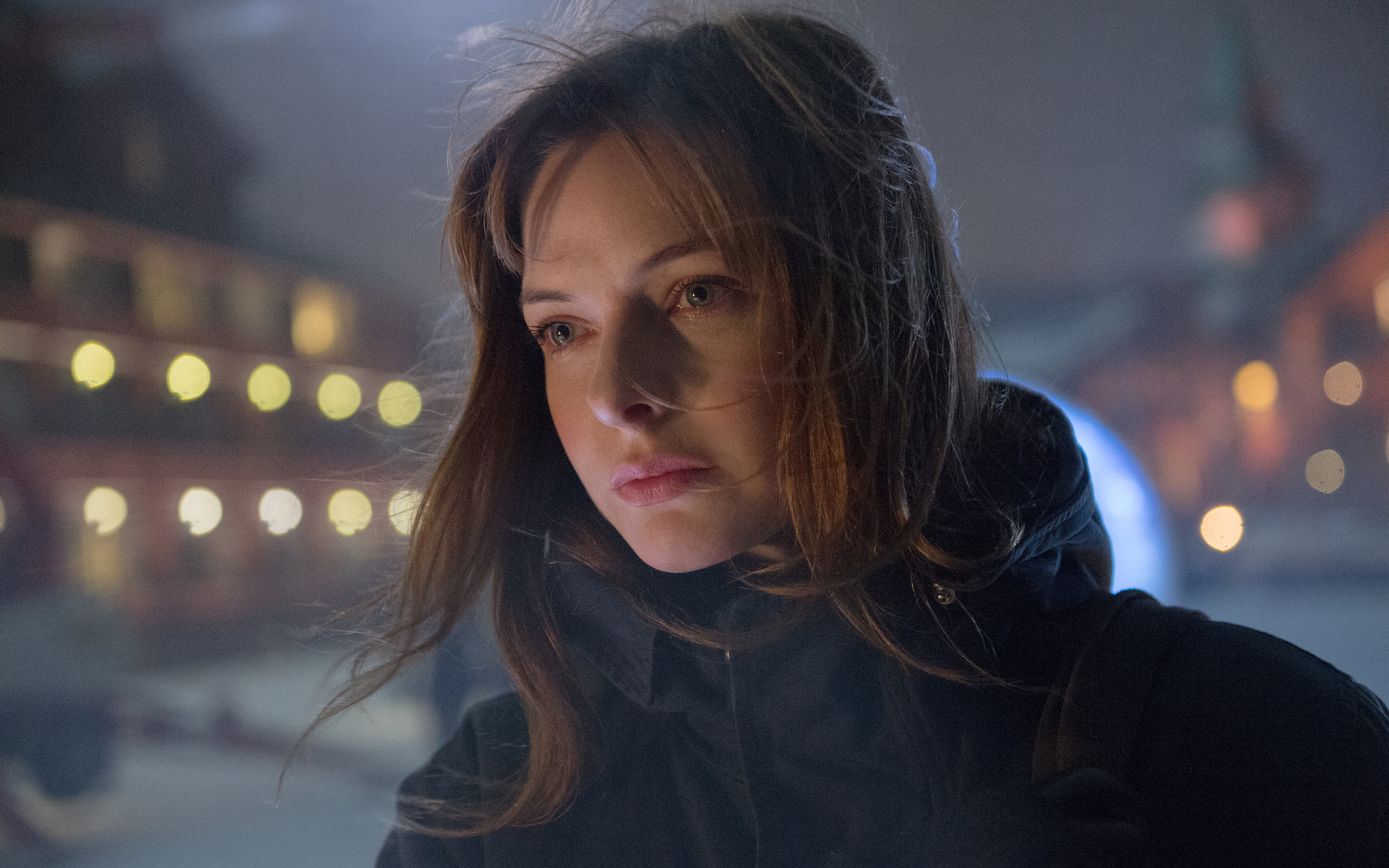 Ребекка Фергюсон в снеговика обои скачать