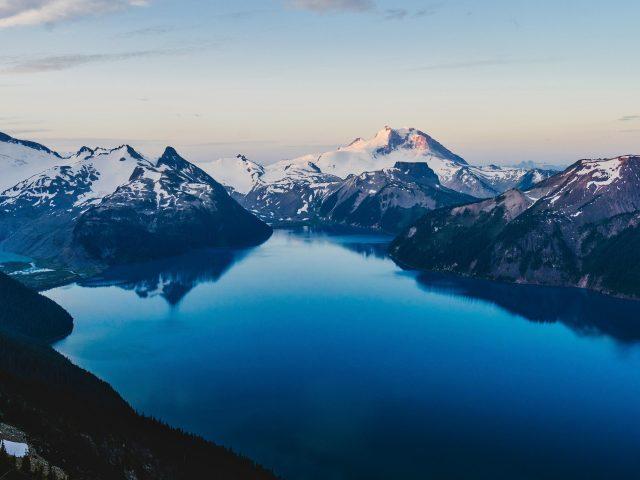 Канада снежные горы