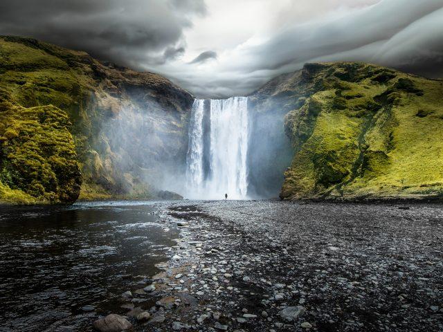 Скоугафосс-водопад в Исландии.