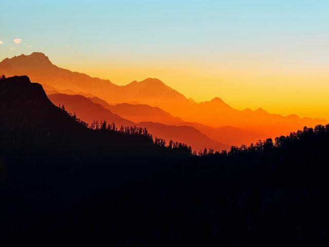 Закат силуэт горы