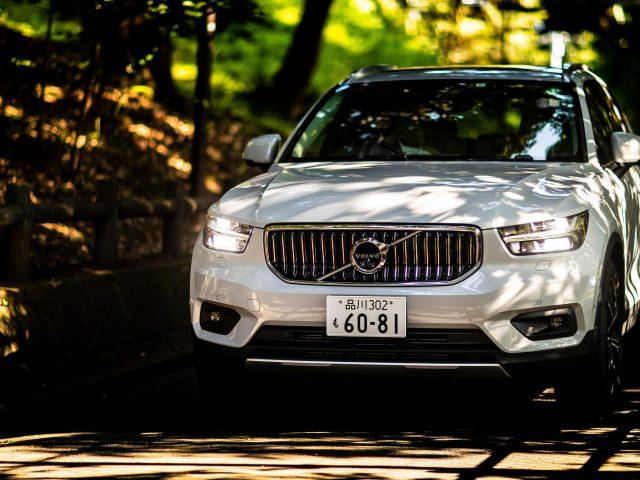 Volvo xc40 t5 plug-in hybrid надпись 2020 автомобили