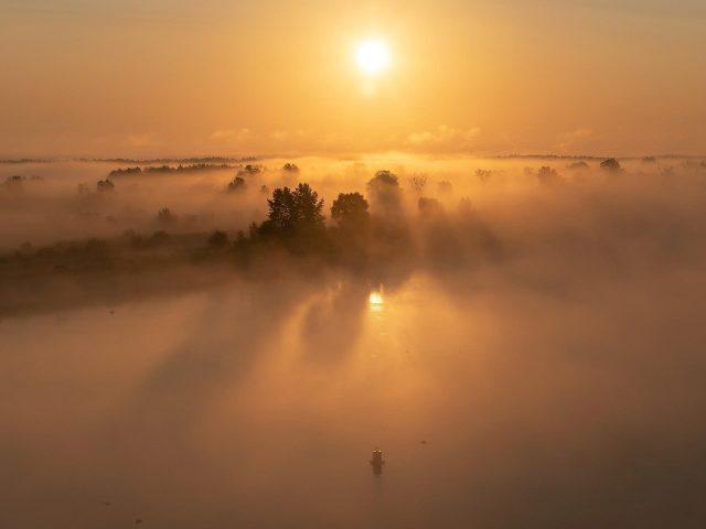 Природа восход солнца горизонт с туманом природа