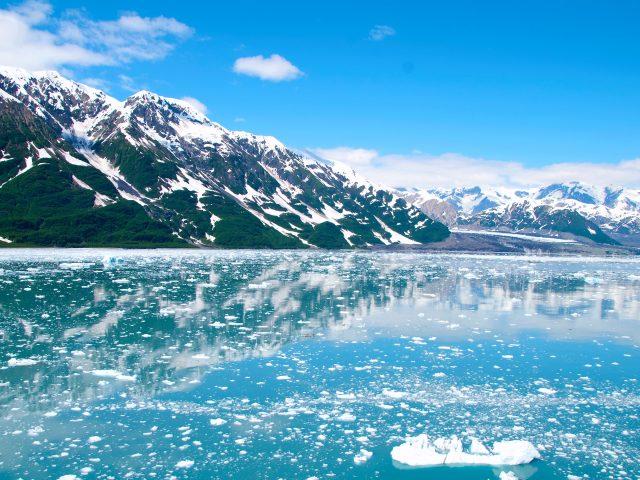 Снежные горы Аляски.