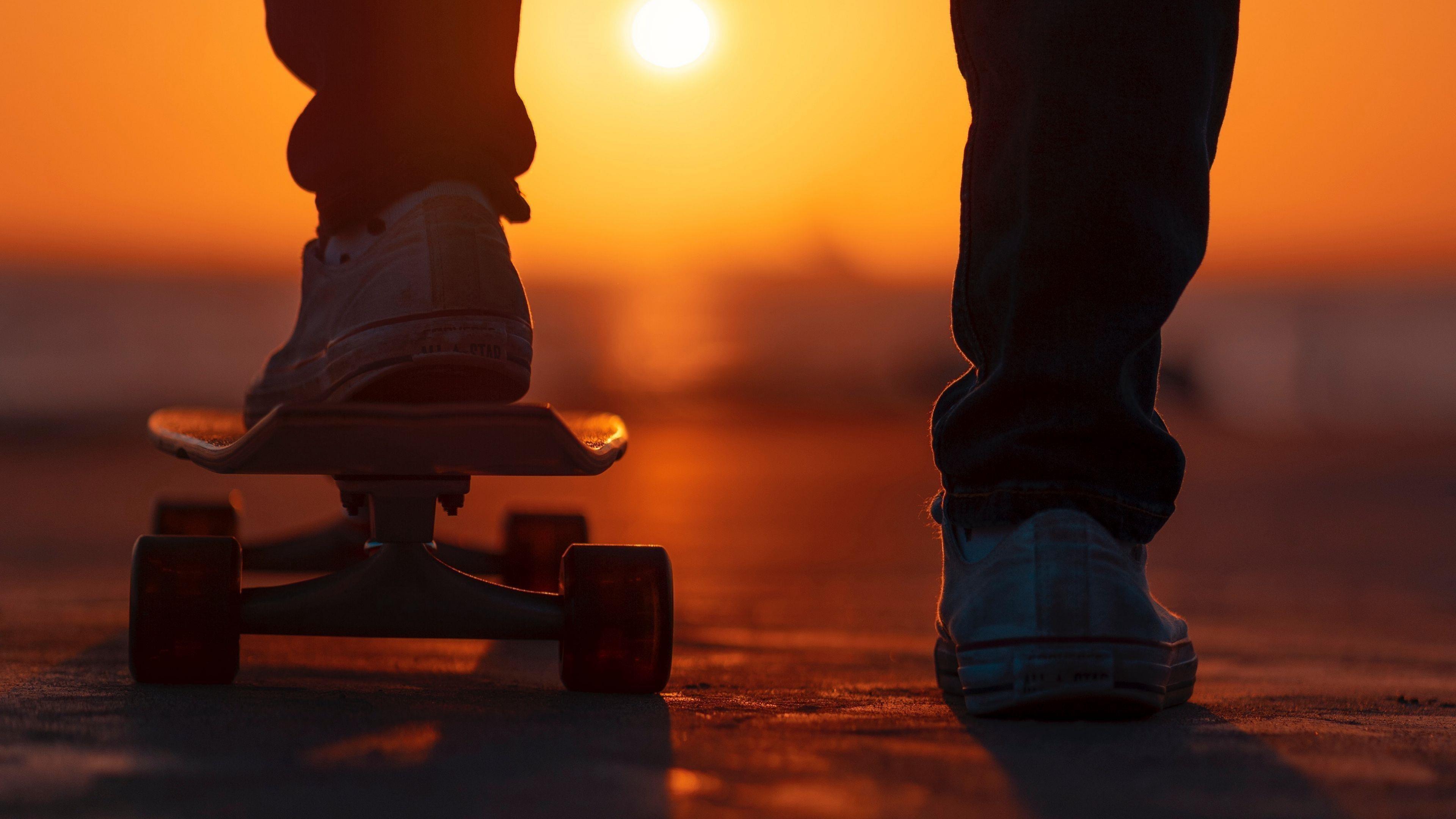 Ноги скейтборда закатный свет обои скачать