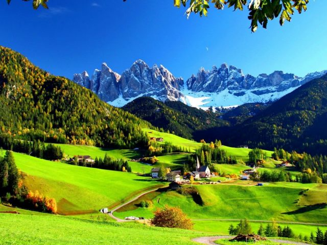 Гора трава пейзаж долина луг холм станция Альпы природа