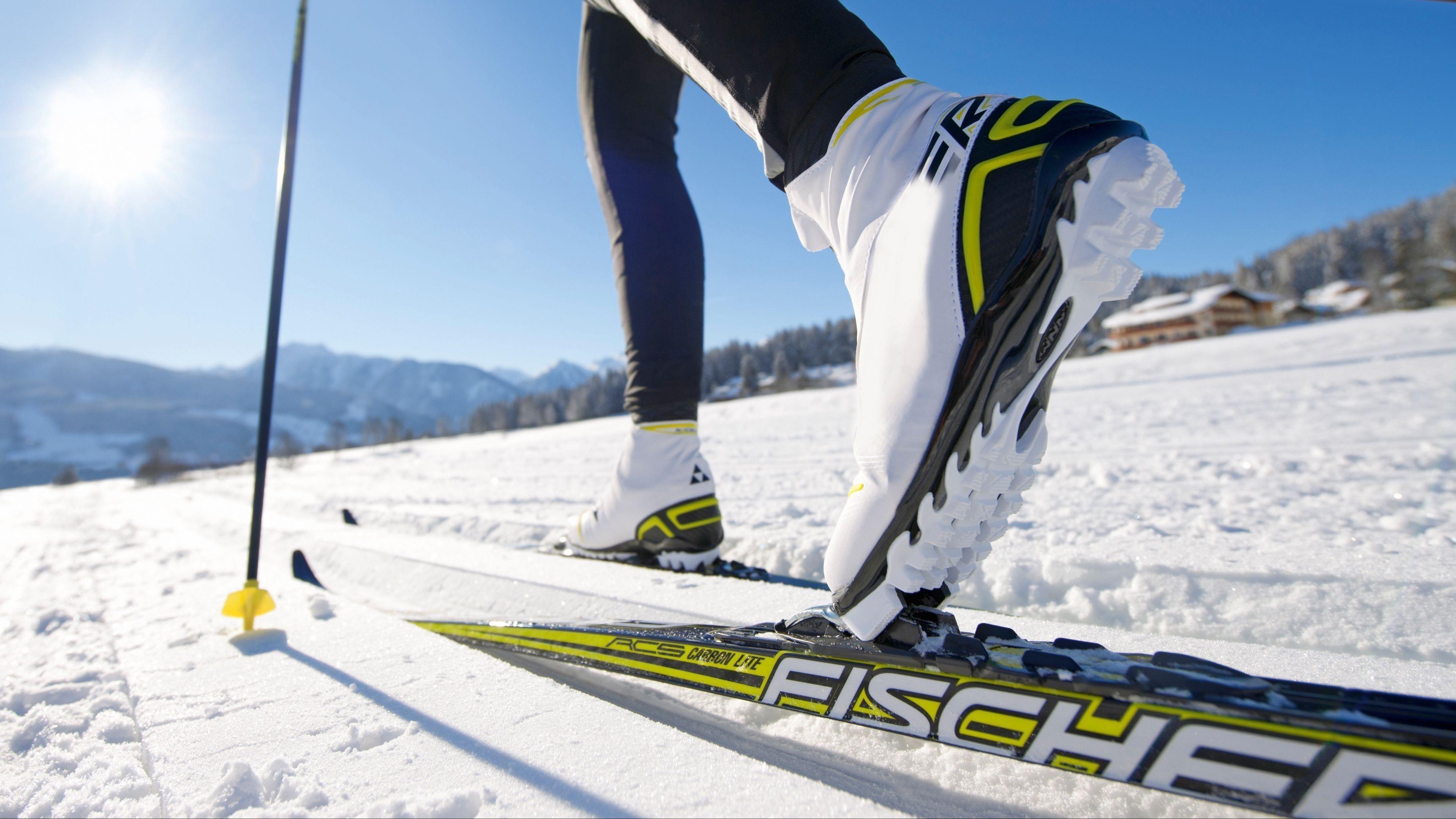 Снег лыжи спорт обои скачать