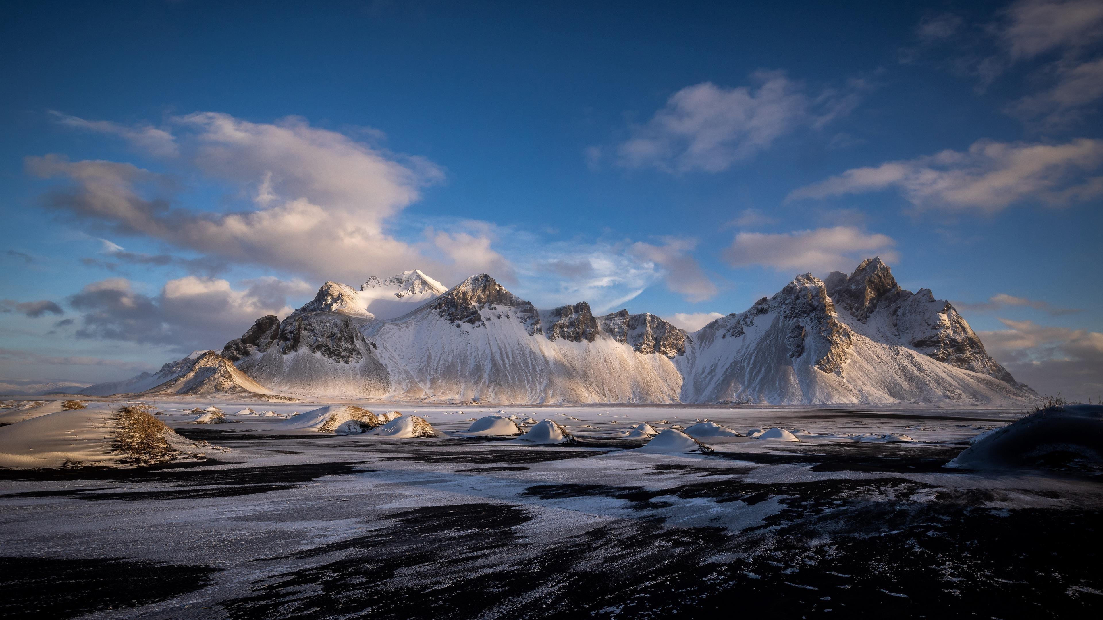Хофн Вестрахорн облака Исландия заснеженные горы природа обои скачать