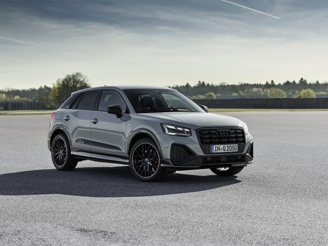 Audi q2 35 tfsi S line 2020 3 автомобиля