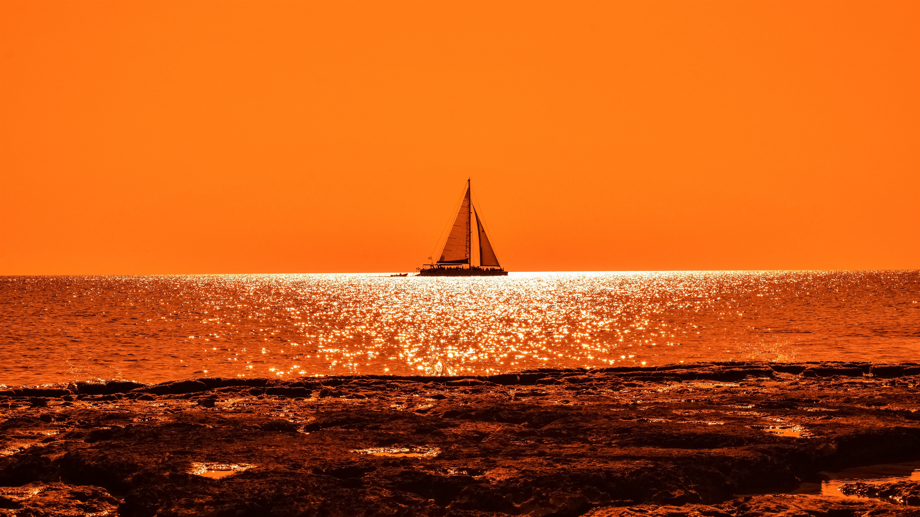Закат лодка парус обои скачать