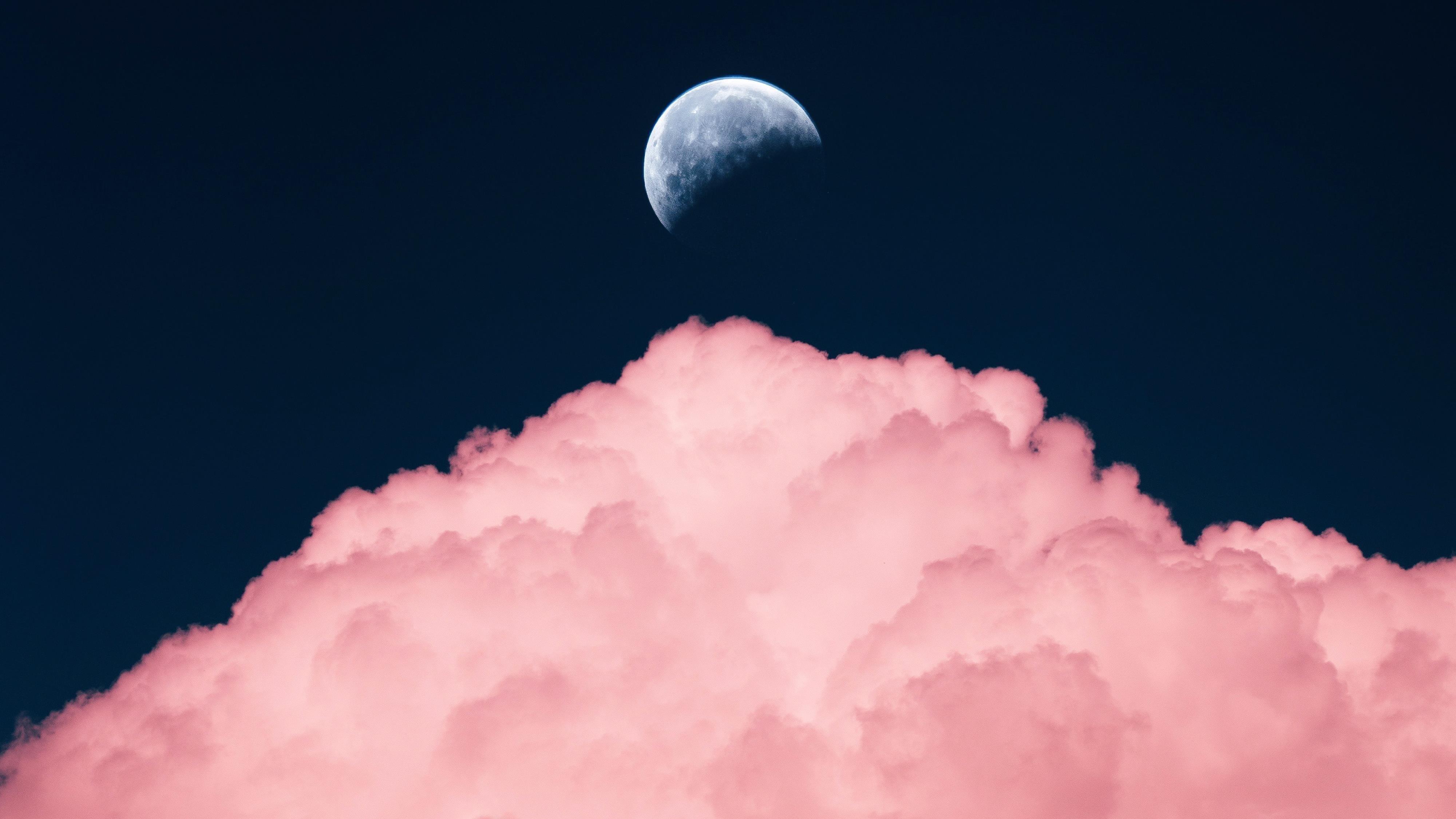 Луна над облаками обои скачать
