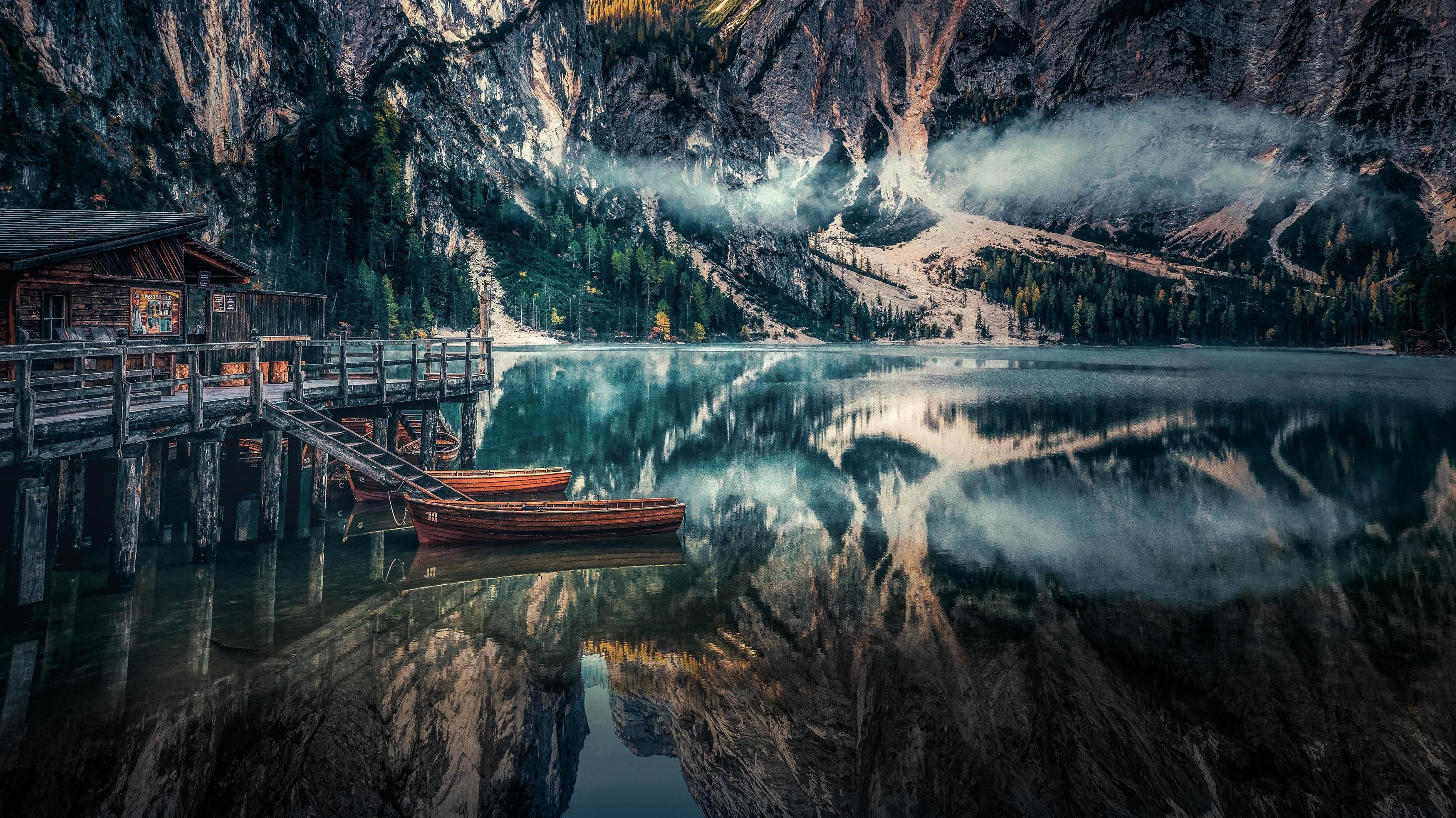 Озеро Брайес панорамный вид Доломитовые Альпы Италия обои скачать