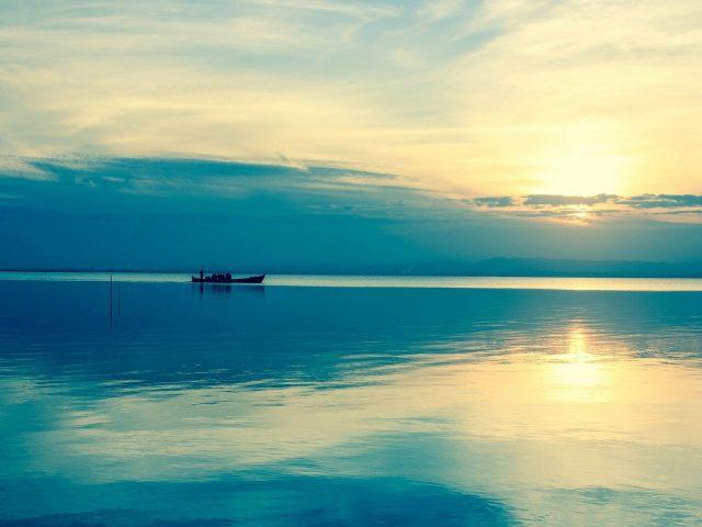 Река,  вода,  лодка