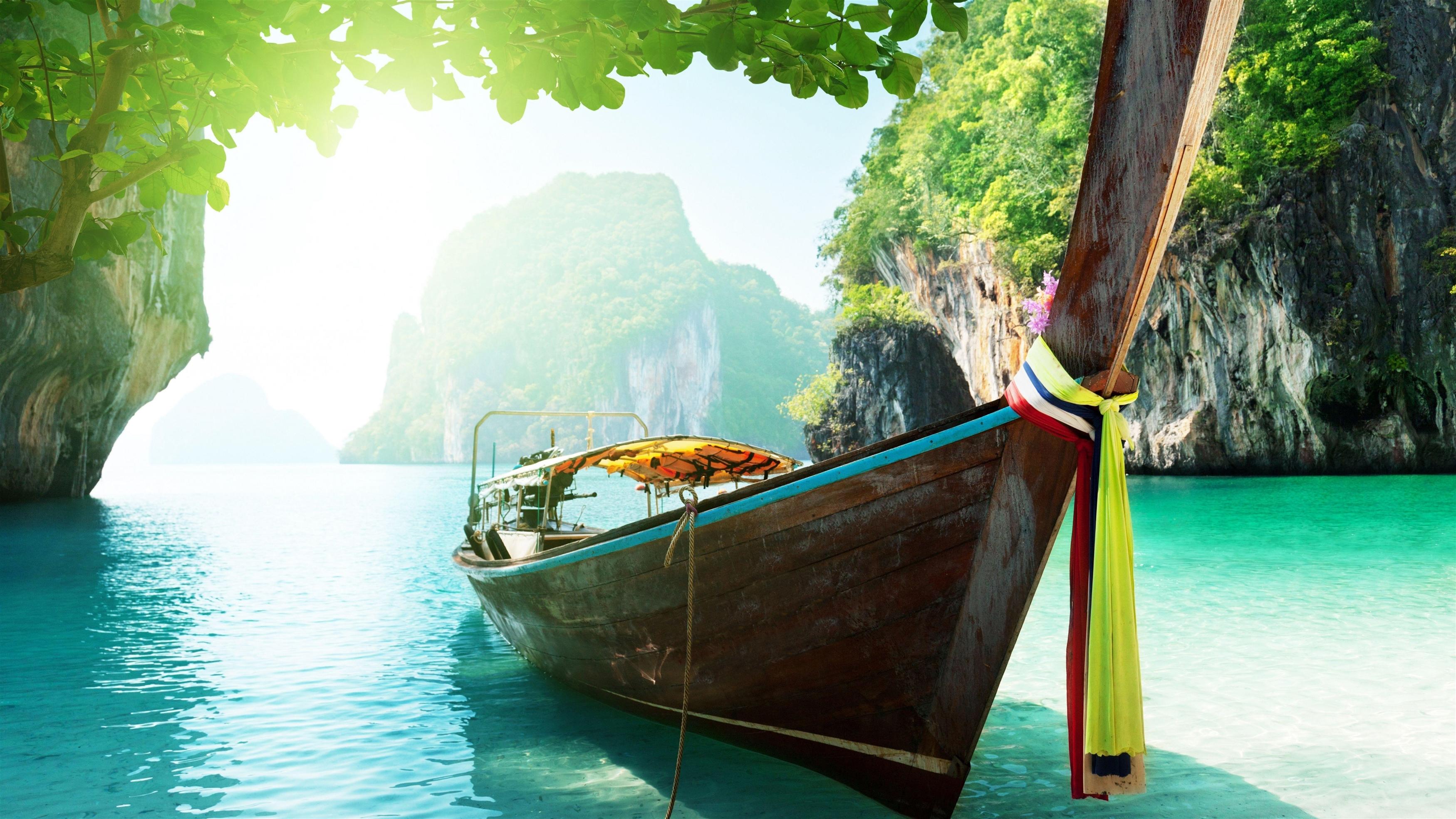 Лодка пляж деревья солнечный свет обои скачать