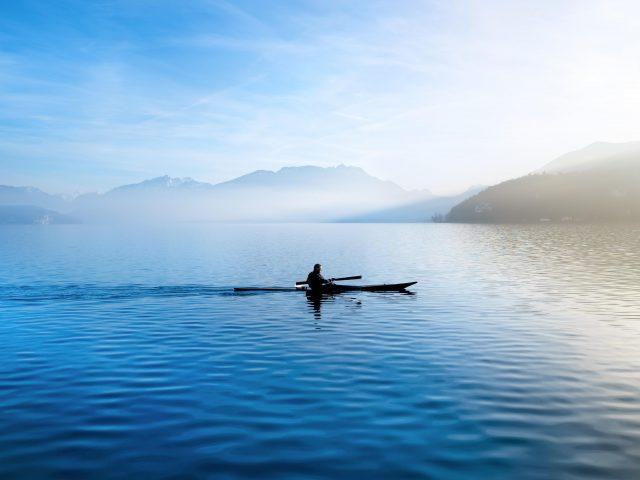 Утреннее озеро облегчение