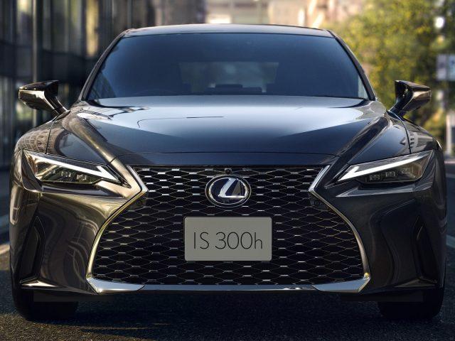 Lexus IS 300h 2021 автомобили