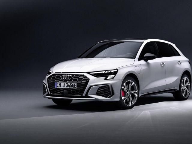 Audi a3 sportback 45 tfsi e S line 2021 3 автомобиля
