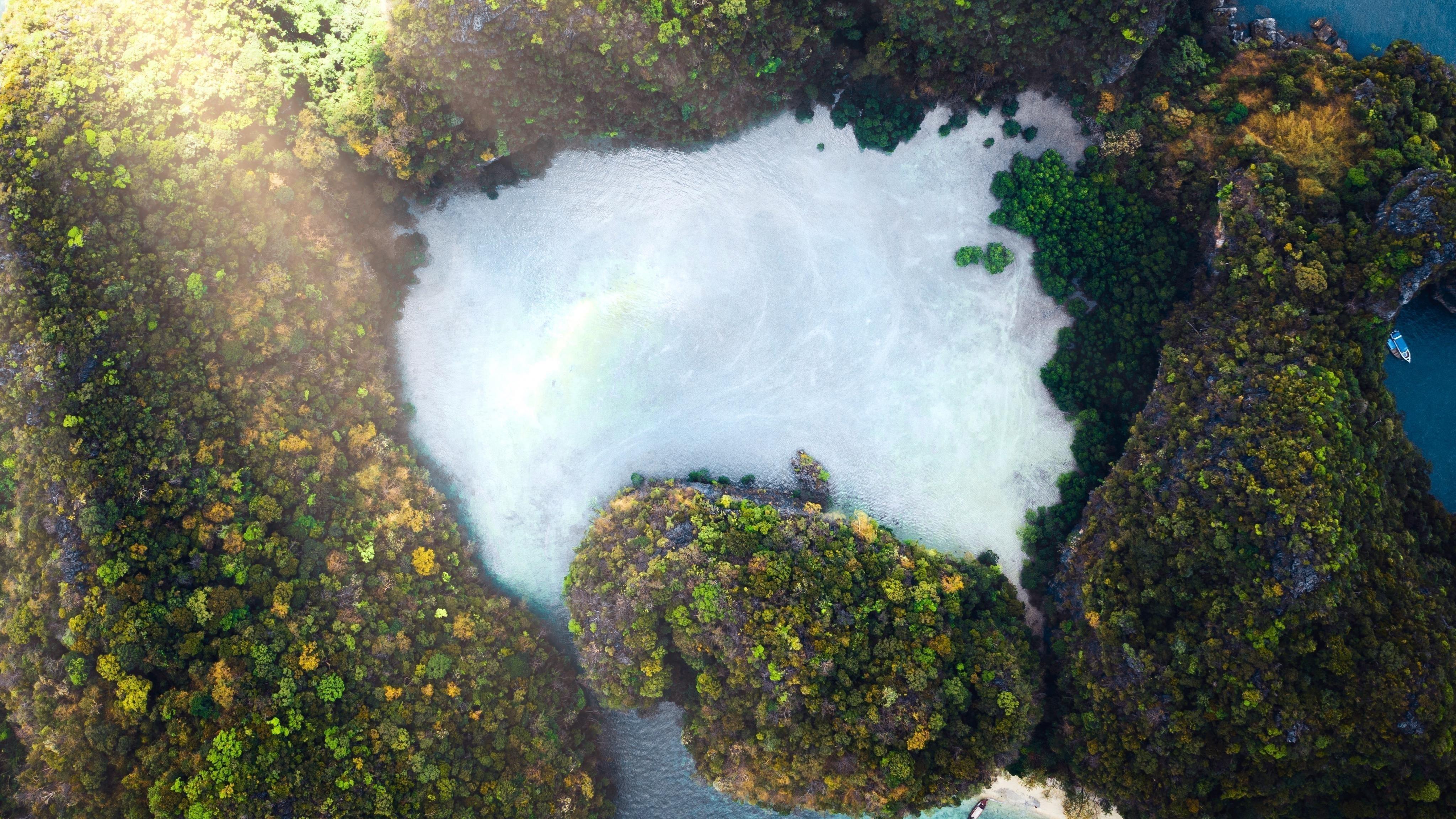 Вид с высоты птичьего полета на остров обои скачать