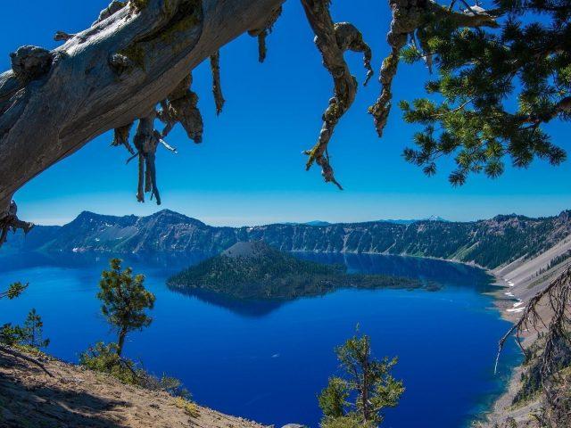 Пейзажный вид на озеро кратер национальный парк Остров Орегон дерево природа