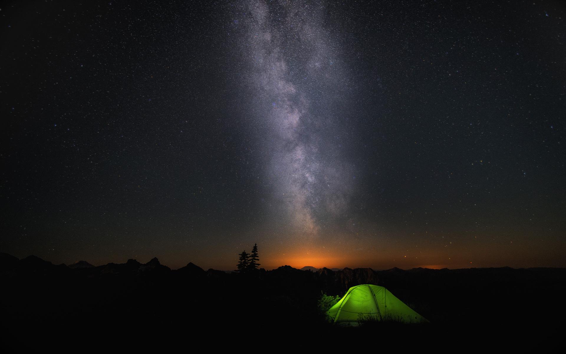 Ночью лагерь небе звезды. обои скачать