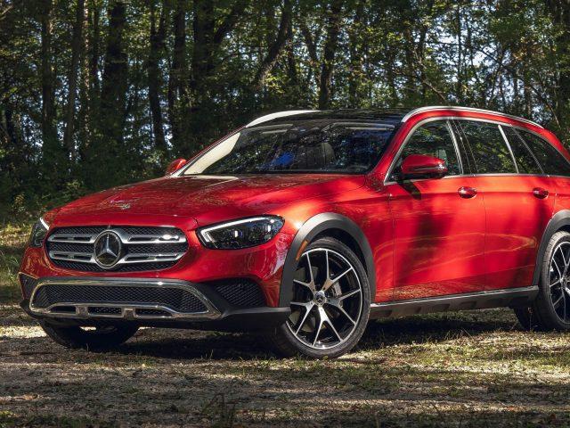 Красный 2021 mercedes-benz e 450 4matic вездеходные автомобили
