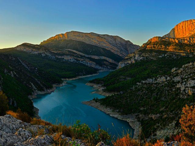 Гостиничный комплекс congost реки горный хребет в Испании