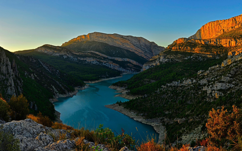 Гостиничный комплекс congost реки горный хребет в Испании обои скачать