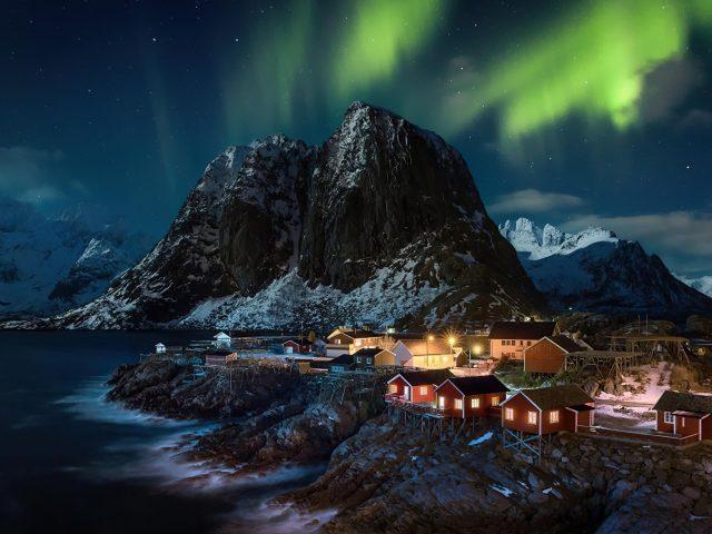Полярное сияние Северное сияние Лофотенские острова Норвегия деревня природа