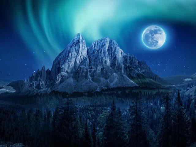 Горный лунный ночной пейзаж