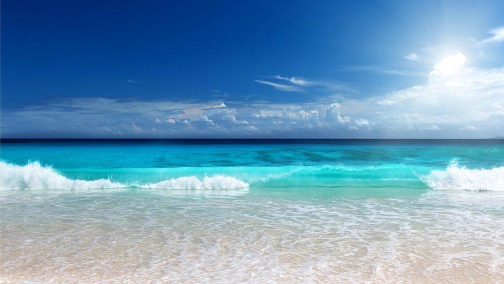 Красивые пляжные пейзажи волны под голубым небом природа обои скачать
