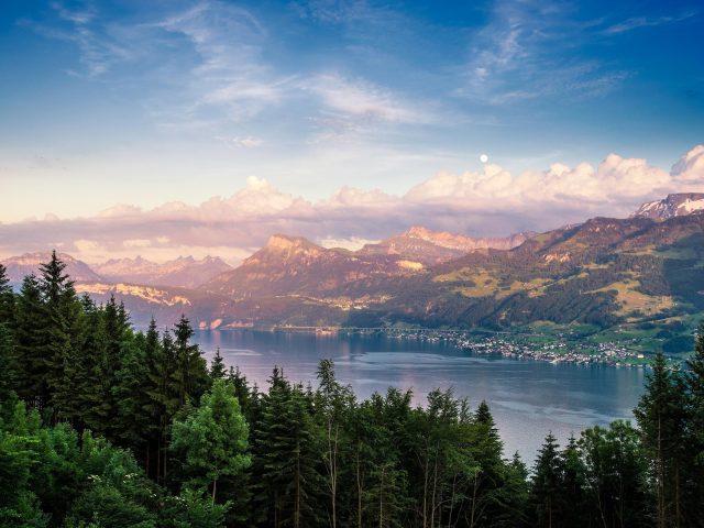 Цюрихское озеро в Швейцарии пейзаж