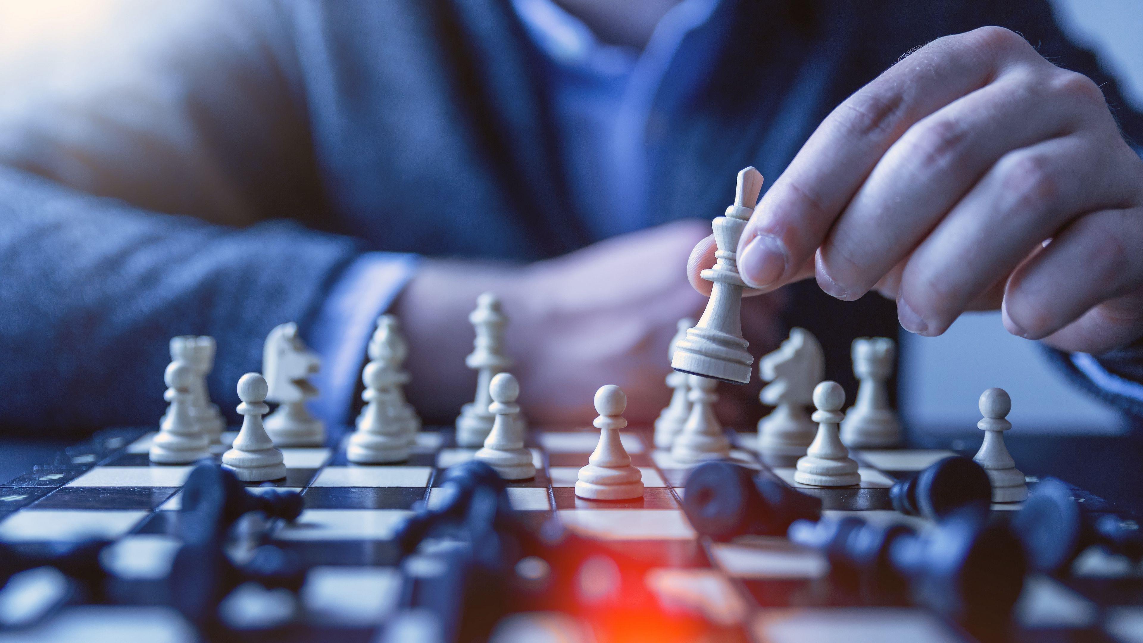 Шахматная пешка королева тактика обои скачать