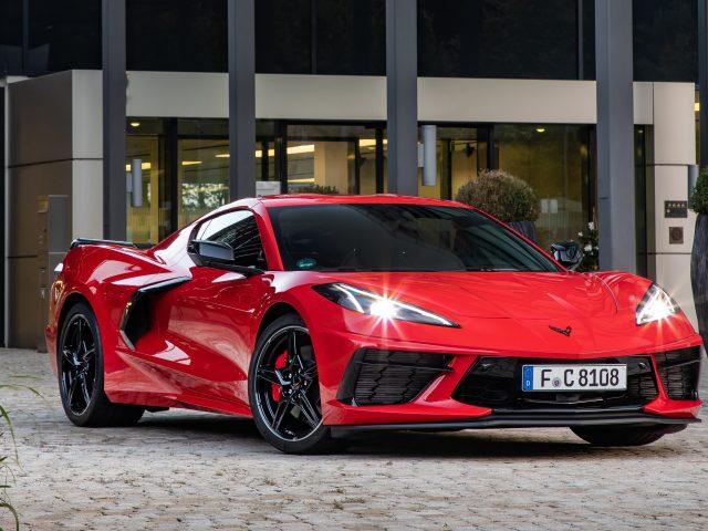 Красный chevrolet corvette stingray 2021 автомобилей