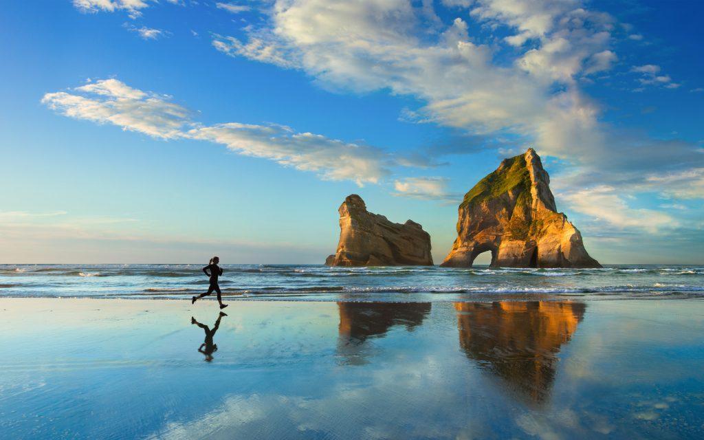 Пляж пробежку закат. обои скачать