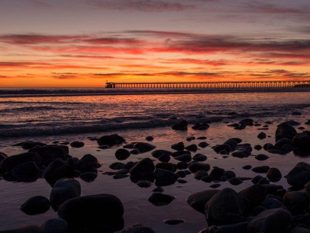 Закат, мост, море, скалы, облака