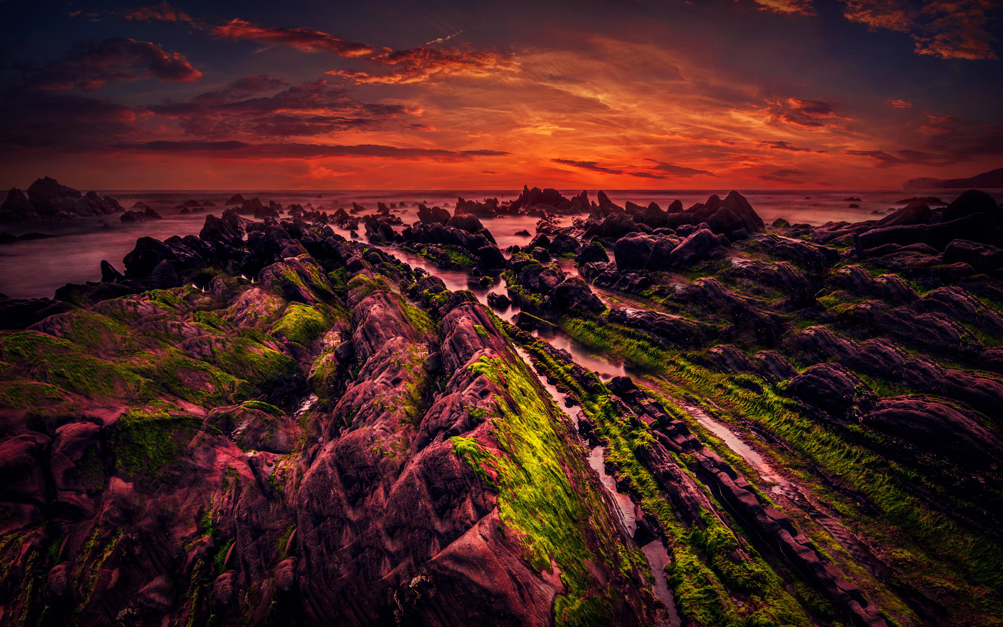 Скалистый берег на закате. обои скачать