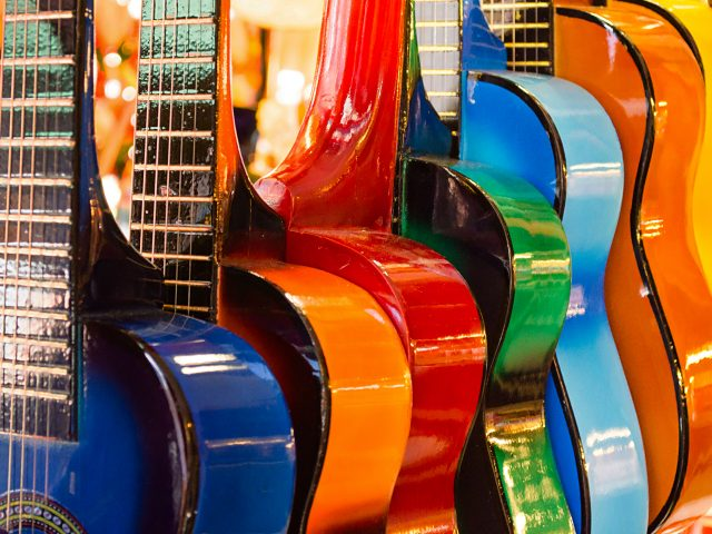 Красочные гитары