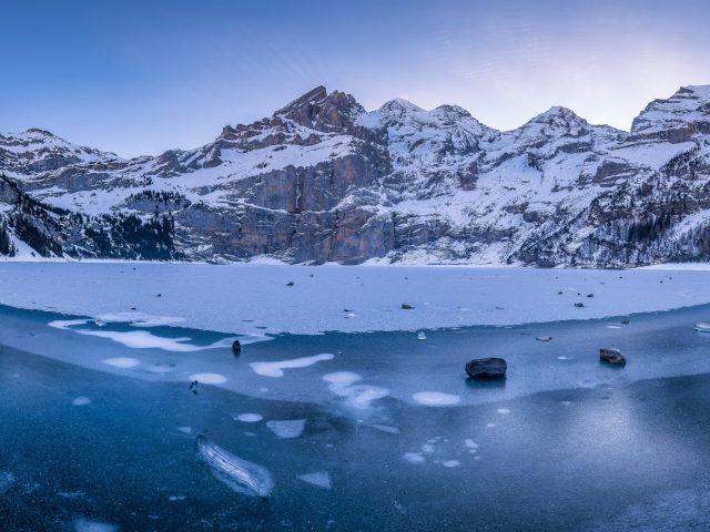 Бернские Альпы ледяное озеро гора Швейцария зимой природа