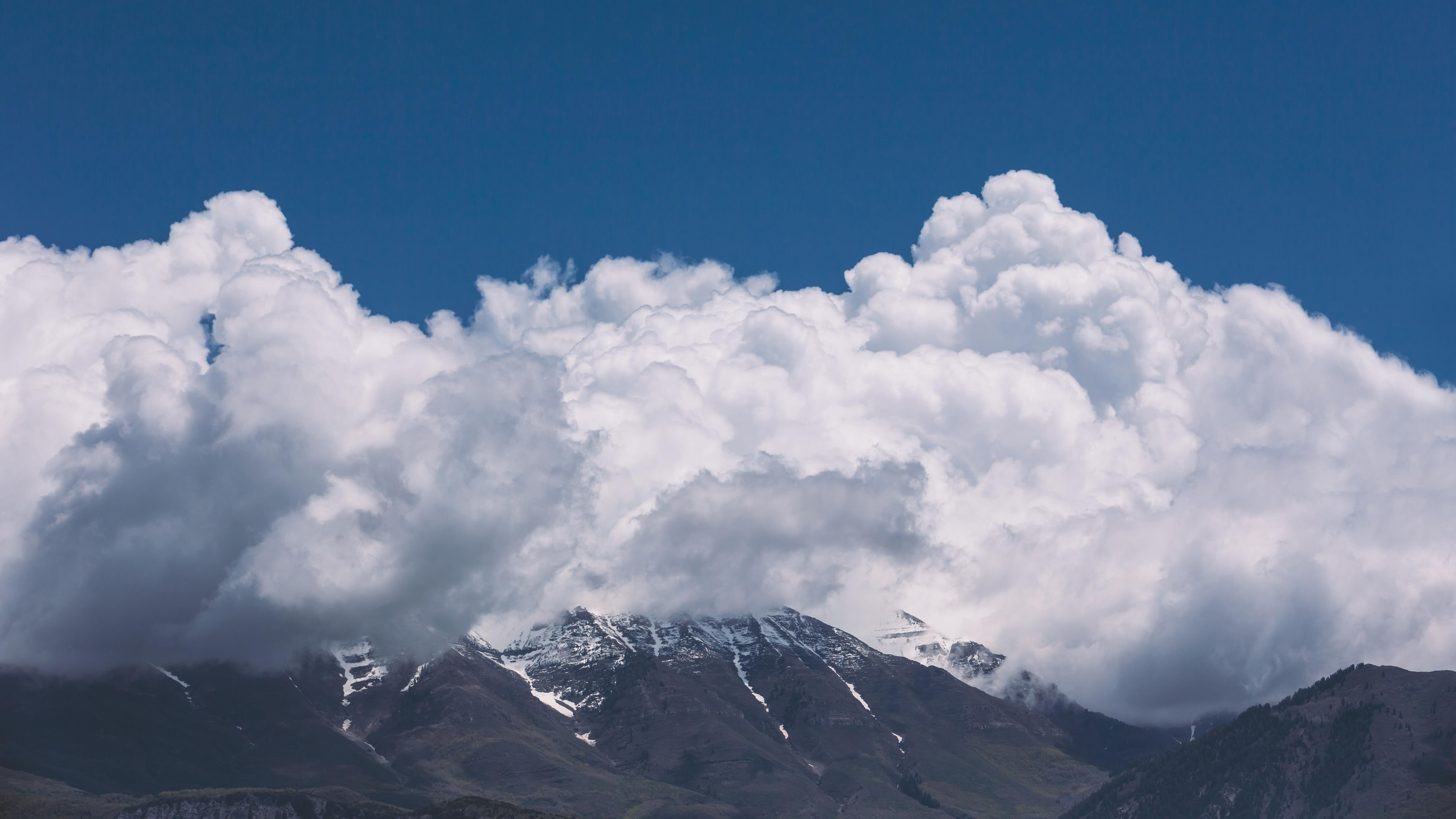 Горы облака небо обои скачать