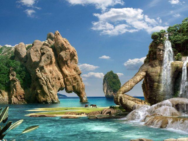 Водопад с покрытой деревьями горы льется на скульптуру под голубым небом природа