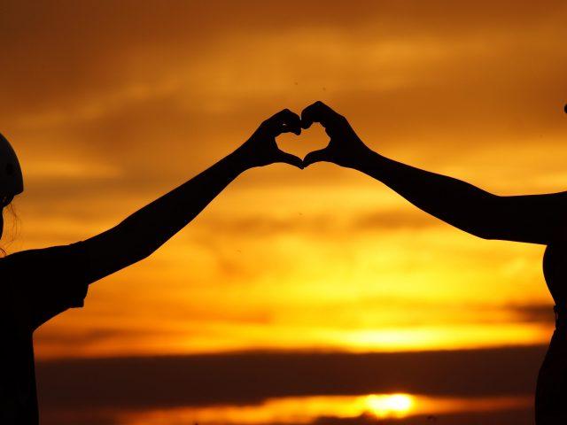 Любовь сердце с парой рук силуэт
