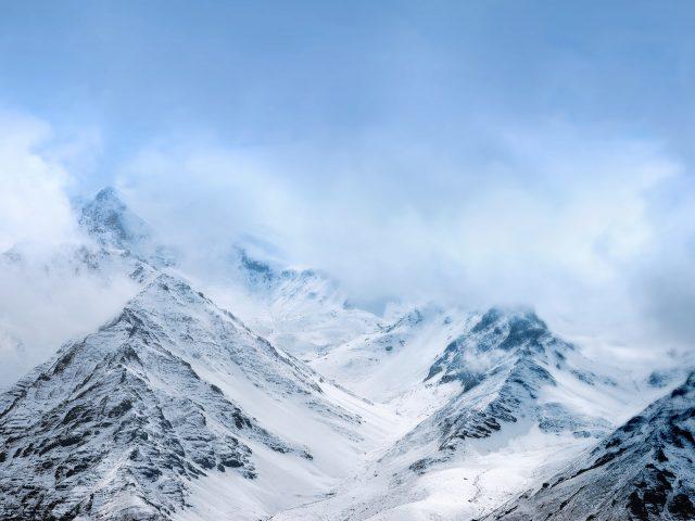 Снежные горы што.