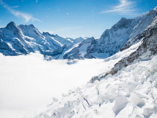 Зимние горы бернские Альпы.