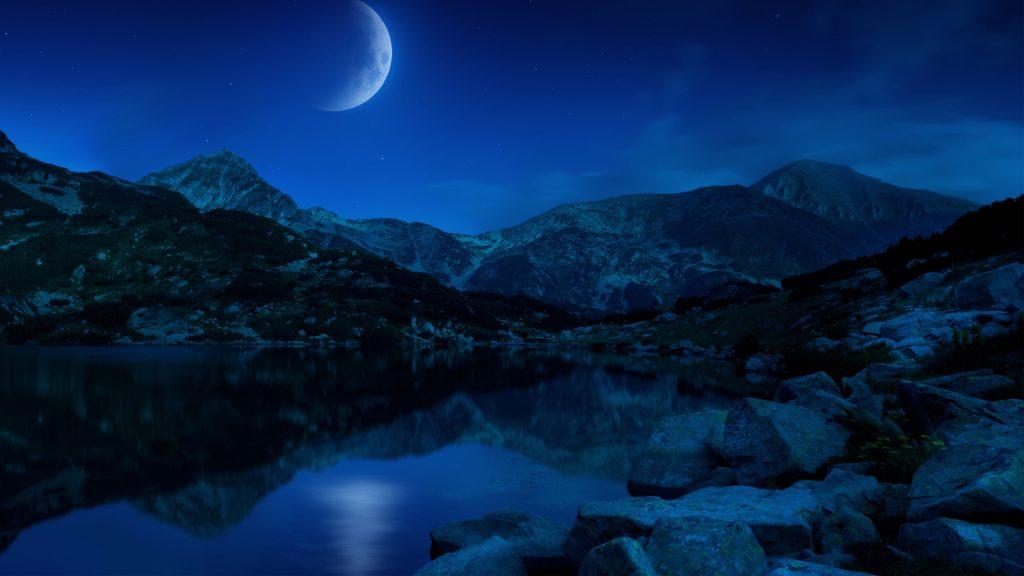 Ночь половины Луны горы озеро Болгарии. обои скачать