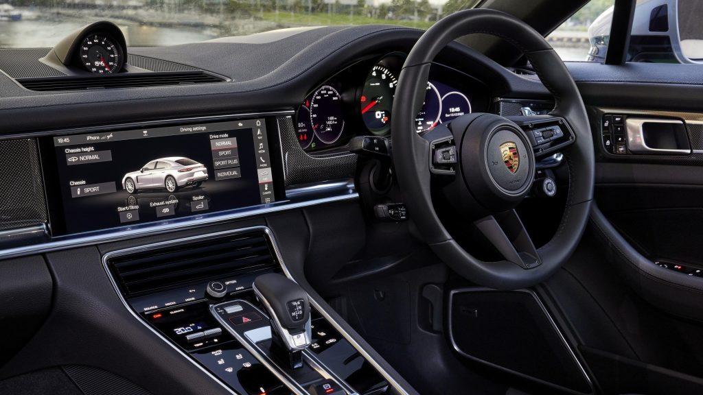 Porsche panamera 2021 2 автомобиля обои скачать