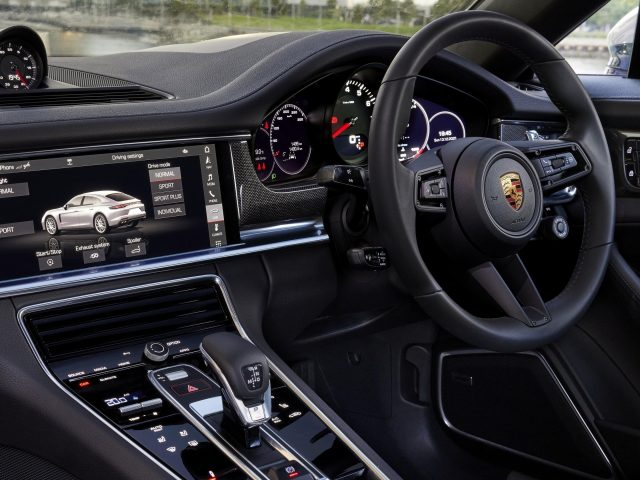 Porsche panamera 2021 2 автомобиля
