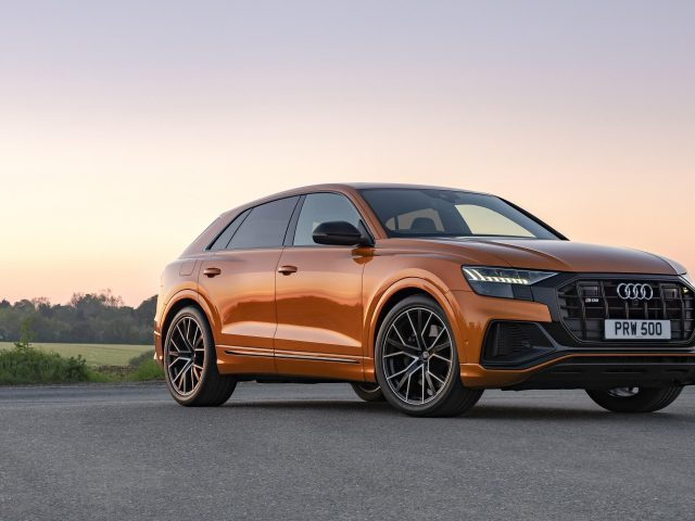 Audi sq8 tfsi 2021 2 автомобиля