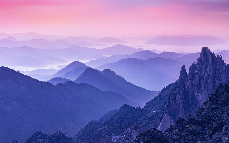 Туманное утро в горах обои скачать