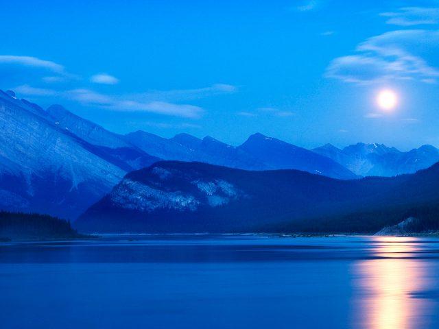 Погода и метеоусловия в спрей озера водохранилища Альберта Канада.